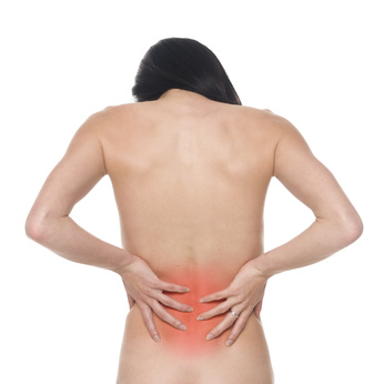 腰痛を感じている女性